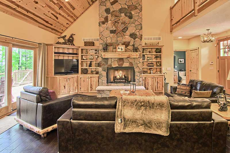 11northern michigan escapes property services